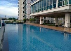 Abreeza Place Apartments - Davao - Piscine