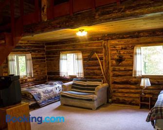 Midnight Sun Log Cabins - Moose Pass - Living room