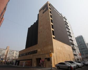 Designers Hotel The Rich - Goyang - Budova
