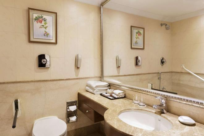 Ramada Plaza By Wyndham Jhv Varanasi - Vārānasi - Bathroom