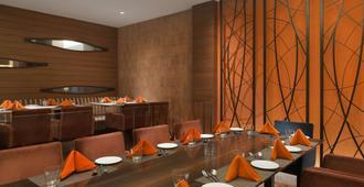 Ramada Plaza By Wyndham Jhv Varanasi - Varanasi - Restaurant