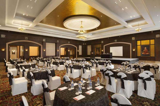 Ramada Plaza By Wyndham Jhv Varanasi - Vārānasi - Banquet hall