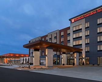 Hilton Garden Inn Milwaukee Brookfield Conference Center - Brookfield - Building