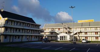 Première Classe Amiens Est - Glisy - Glisy - Building