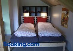 Bnb Niederer - La Côte-aux-Fées - Bedroom