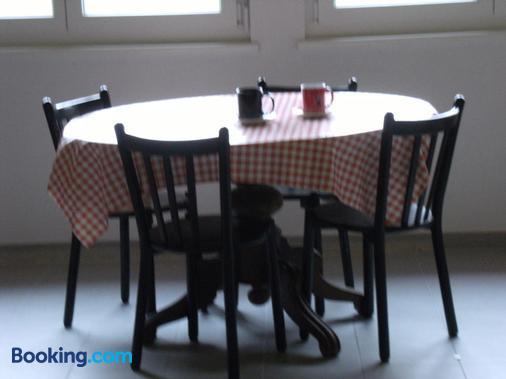 Bnb Niederer - La Côte-aux-Fées - Dining room