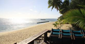 Castaway Resort - Rarotonga - Beach
