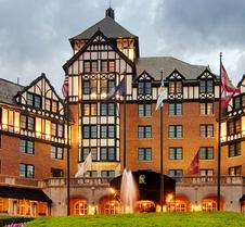 Hotel Roanoke & Conference Center,Curio Collection by Hilton