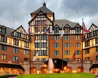 Hotel Roanoke & Conference Center,Curio Collection by Hilton - Roanoke - Building
