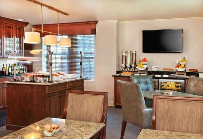 Hotel Roanoke & Conference Center,Curio Collection by Hilton - Roanoke - Buffet
