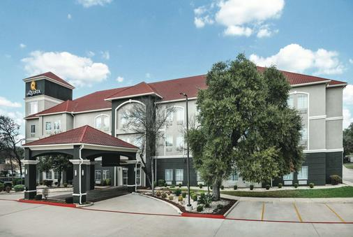 La Quinta Inn & Suites by Wyndham San Antonio The Dominion - San Antonio - Toà nhà