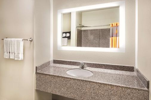 La Quinta Inn & Suites by Wyndham San Antonio The Dominion - San Antonio - Phòng tắm