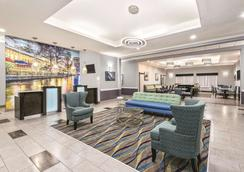 La Quinta Inn & Suites by Wyndham San Antonio The Dominion - San Antonio - Hành lang