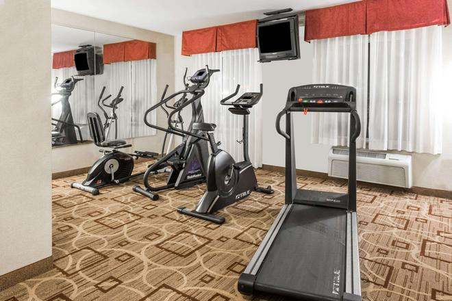 Hawthorn Suites by Wyndham Akron/Seville - Seville - Fitnessbereich