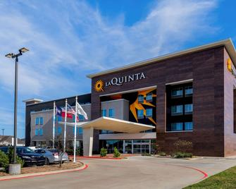 La Quinta Inn & Suites by Wyndham Houston Cypress - Cypress - Building