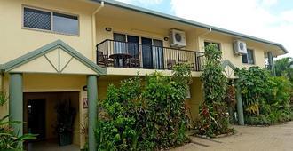 Mission Reef Resort - Mission Beach - Building
