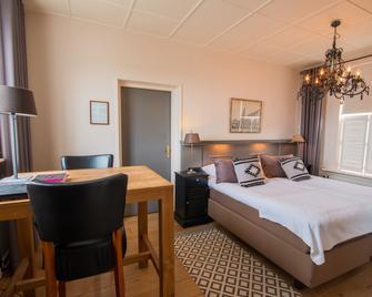 Romantik Hotel Auberge de Campveerse Toren - Veere - Bedroom