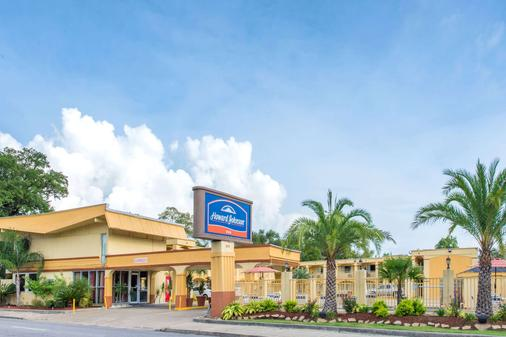 Howard Johnson by Wyndham Historic Lake Charles - Lake Charles - Building
