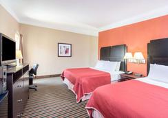 Howard Johnson by Wyndham Historic Lake Charles - Lake Charles - Bedroom