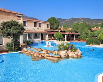 Colonna Hotel Du Golf - Marina di portisco - Pool