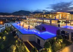 Ramada Resort by Wyndham Bodrum - Bodrum - Budynek
