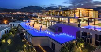 Ramada Resort by Wyndham Bodrum - בודרום - בניין