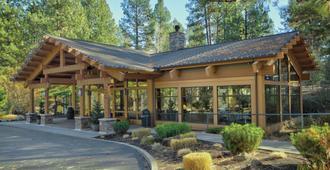 Seventh Mountain Resort - Bend - Building
