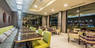 Fairfield Inn & Suites by Marriott Denver Downtown - דנבר - מסעדה