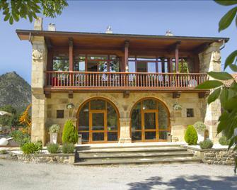 Hotel Villa Arce - Puente viesgo - Building