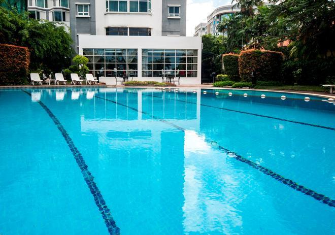 Promenade Hotel Kota Kinabalu - Kota Kinabalu - Piscina