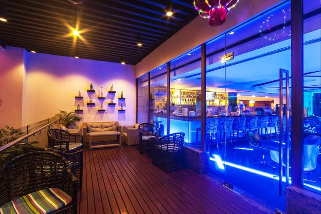 Promenade Hotel Kota Kinabalu - Kota Kinabalu - Bar