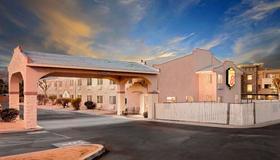 Super 8 by Wyndham Yucca Val/Joshua Tree Nat Pk Area - Yucca Valley - Edificio