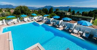 Hotel Alfieri - סירמיונה - בריכה