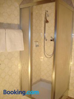 Gästehaus-Pension Bendler - Kirchdorf in Tirol - Bathroom