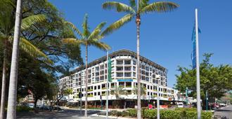 Mantra Esplanade - Cairns - Building