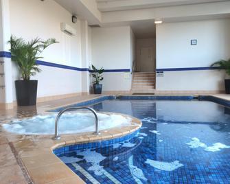 Contessa Condominiums - Main Beach - Pool