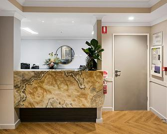 Potters Toowoomba Boutique Hotel - Toowoomba - Front desk