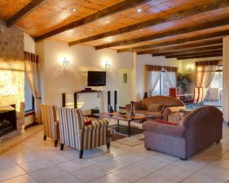 Protea Hotel by Marriott Zebula Lodge - Bela-Bela - Living room