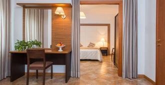 Royal Hotel - Cosenza - Bedroom