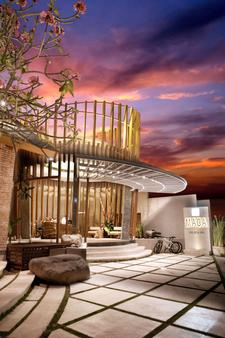 Maca Villas and Spa - Kuta - Building