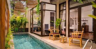 Heritage Suites Hotel - סיאם ריפ - בריכה