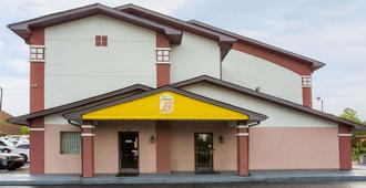 Super 8 by Wyndham Greensboro/Coliseum/Conv. - Greensboro - Edificio