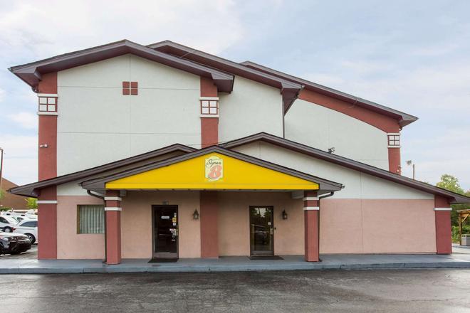 Super 8 by Wyndham Greensboro/Coliseum/Conv. - Greensboro - Κτίριο