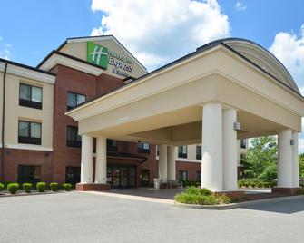 Holiday Inn Express & Suites Fairmont - Фермонт - Building