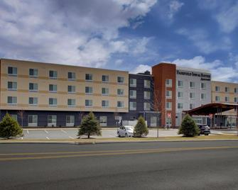 Fairfield Inn and Suites by Marriott Allentown West - Breinigsville - Building