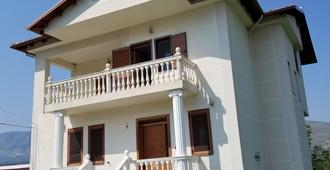All In Hostel Berat - Berat - Building