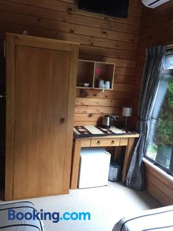 Travellers Retreat B&B - Christchurch - Kitchen