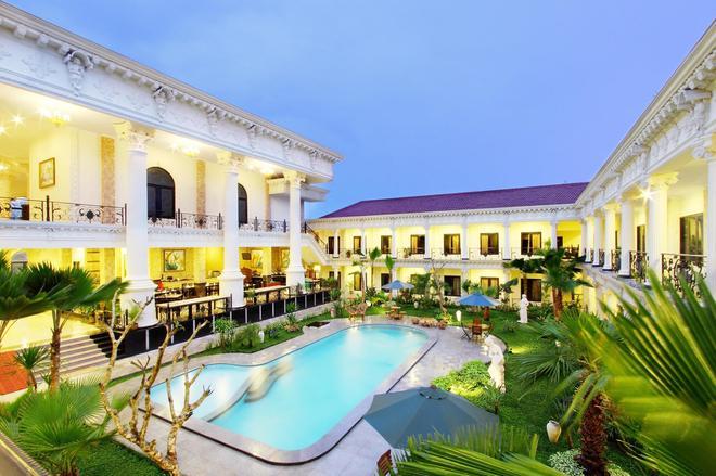 The Grand Palace Hotel - Yogyakarta - Yogyakarta - Piscina