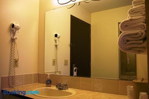 Best Seven Inn - Claresholm - Bathroom