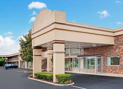 Days Inn by Wyndham Clarksville TN - Clarksville - Building